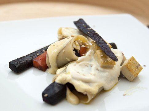 Tofu, carote,crema allo yogurt di soia e semi di sesamo. Ricetta e foto by LaKritchen