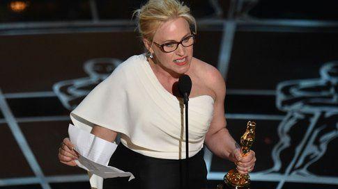 Patricia Arquette agli Oscar 2015 - foto qz.com