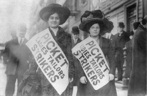Operaie di una camiceria di New York in sciopero (1909) foto Wikipedia.com