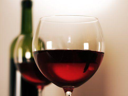 Alimenti per una pelle perfetta: il vino rosso
