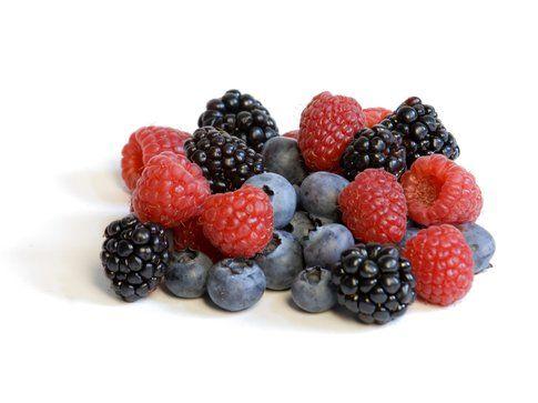 Alimenti per una pelle perfetta: i frutti di bosco