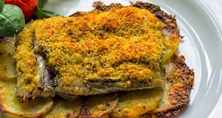 Pesce spatola al forno su letto di patate croccanti bigodino - Pesce su letto di patate ...