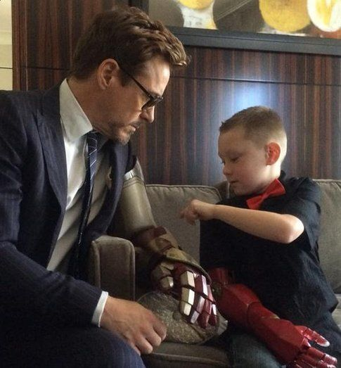 Robert Downey Jr con Alex - Fonte: Twitter