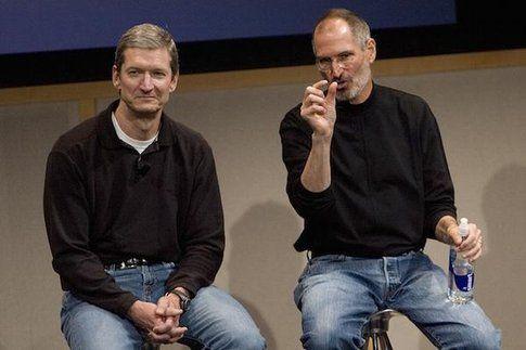Steve Jobs e Tim Cook - Fonte: Twitter