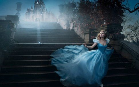 Lily James nei panni di Cenerentola nel nuovo film Disney