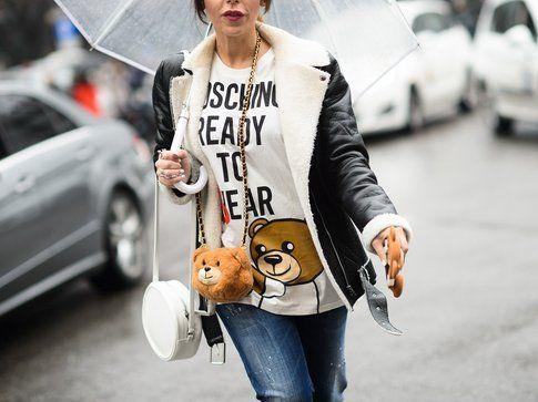 La mini tracolla a forma di orsetto di Moschino - Foto: W Magazine