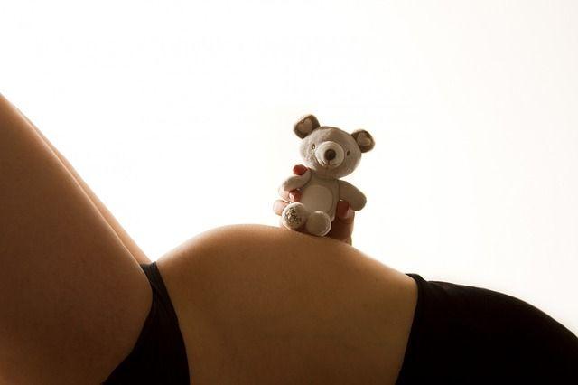 Cosa succede al feto quando la mamma fuma: le foto