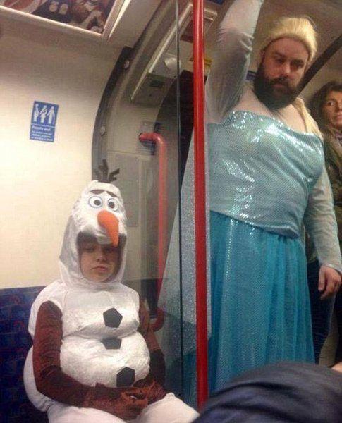 Rob Chillingworth vestito da Elsa - Fonte: DailyMail