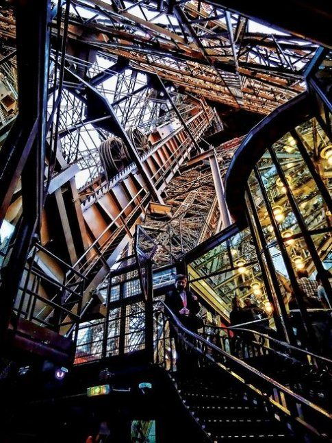Tour Eiffel interno - Fonte: Pinterest