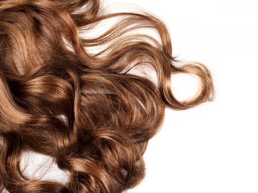 capelli curati con olio di mandorle