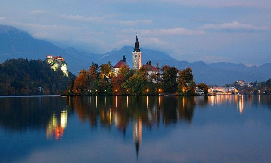 lake_bled_at_twilight_oct_2013