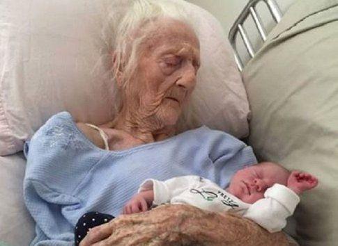 Rosa Camfield con la nipotina Kaylee