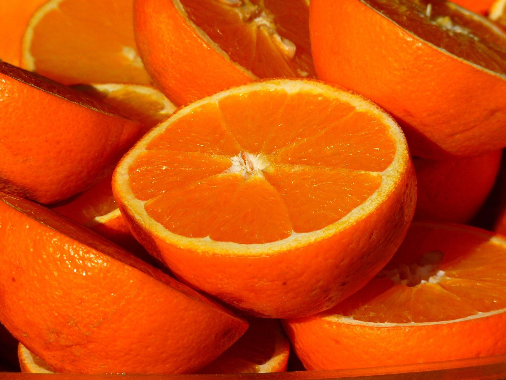 L'acqua si può depurare con la buccia di un'arancia