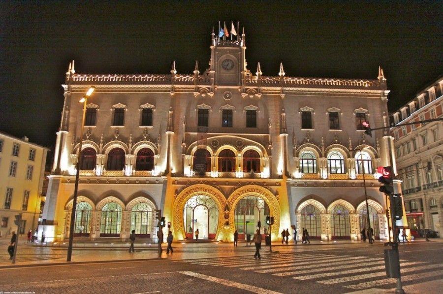 Lissabon-bei-Nacht-Kunst-der-Bahnhof-1024x682