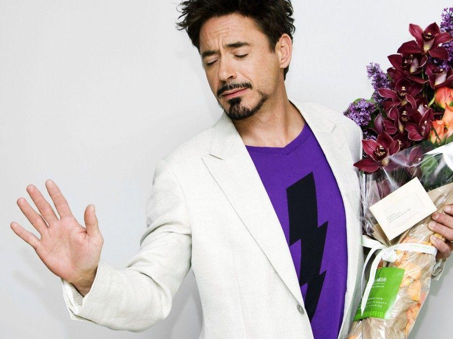 Robert-Downey-Jr-Actor-flores-orquídeas-Nota-1920x2560