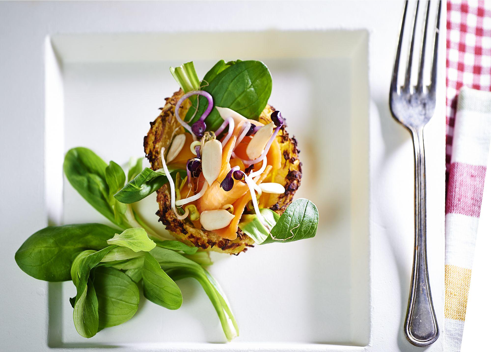 Cestini di patata con insalatina primaverile e pistacchi