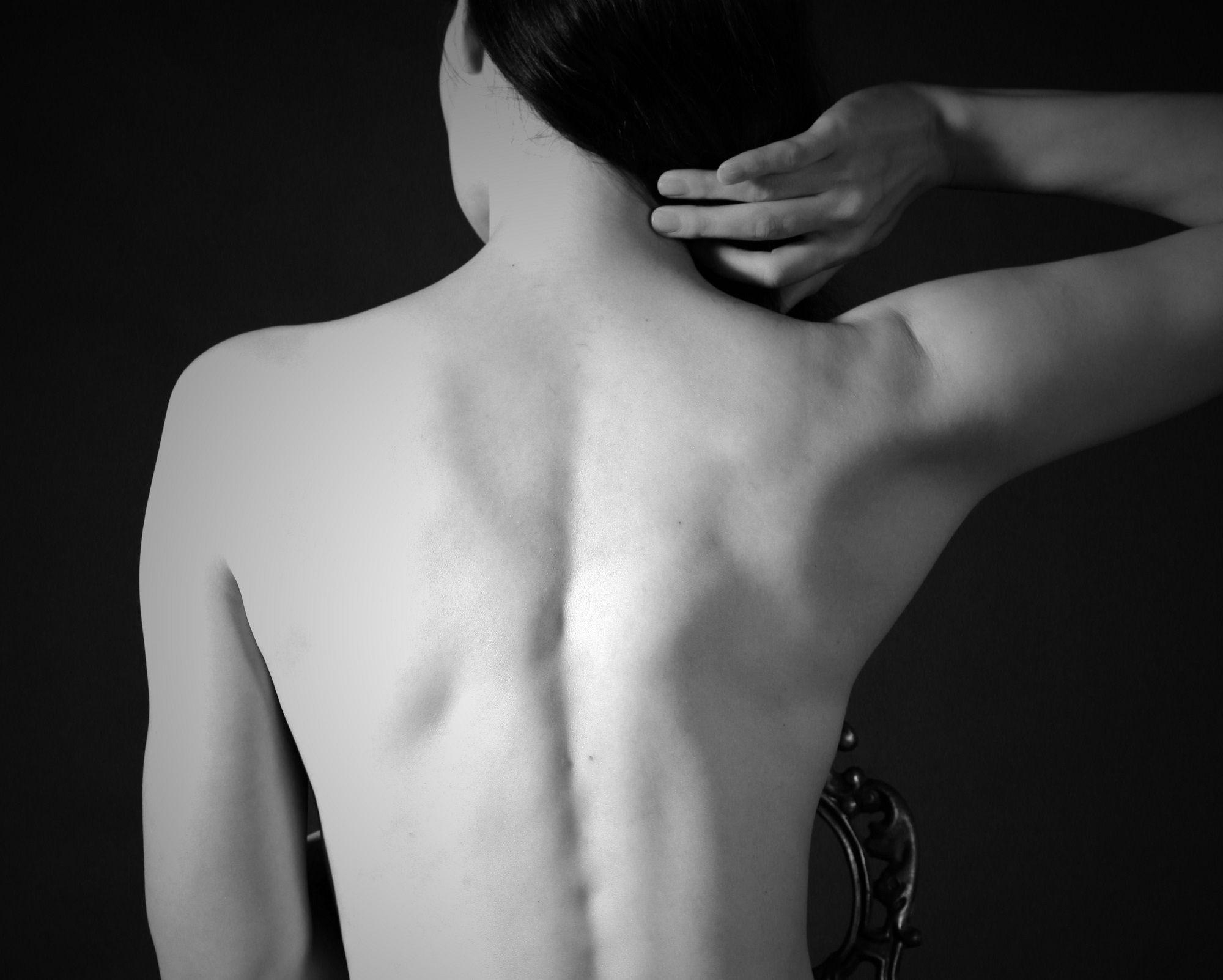 Che fare a mal di schiena in reparto di petto di una spina dorsale