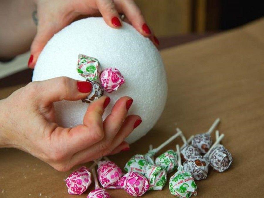 original-lollipop-topiaries_sticking-in-lollipops_4x3_lg