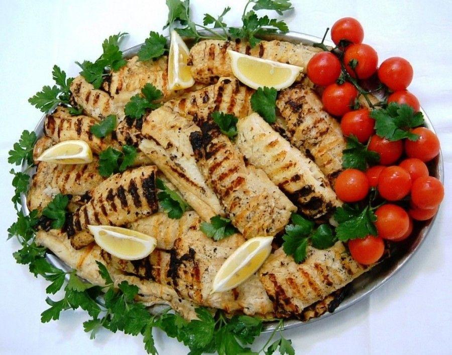 Filetti-di-pesce-alla-griglia-piatto-guarnito1