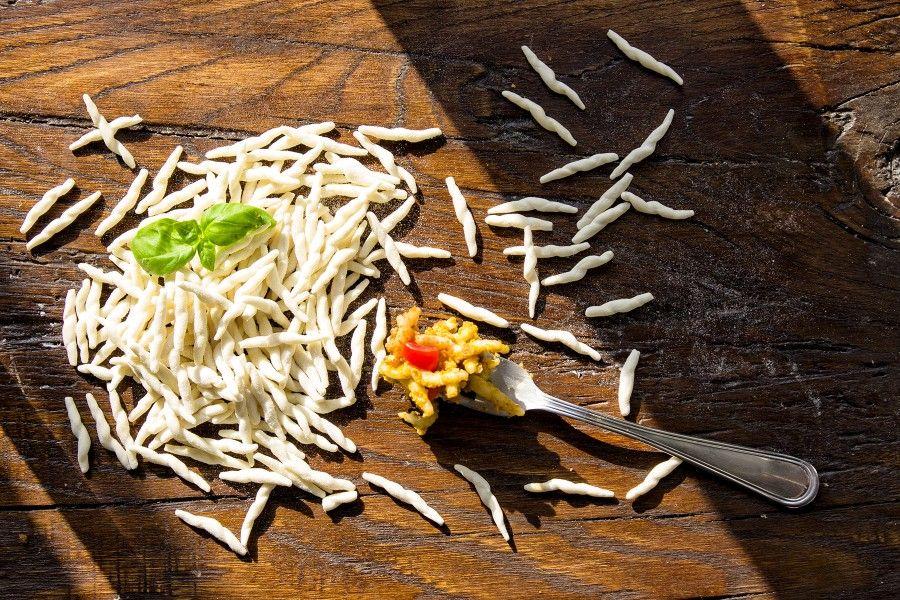 pesto-di-mandorle-e-trofie-pasta-primi-contemporaneo-food