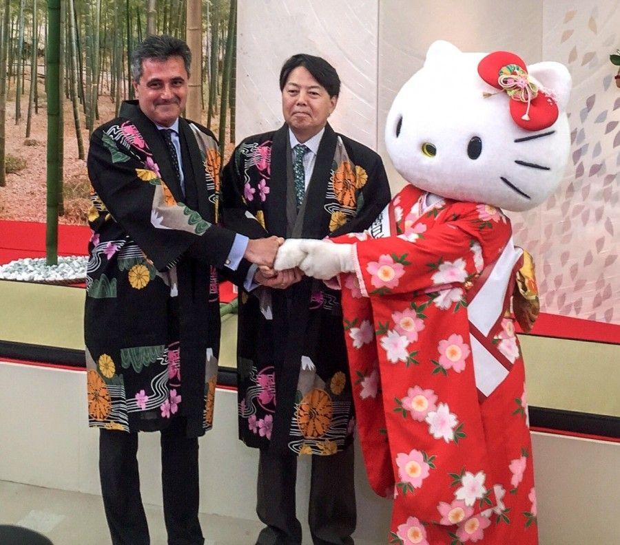 Hello Kitty con Yoshimasa Hayashi e Bruno Pasquino