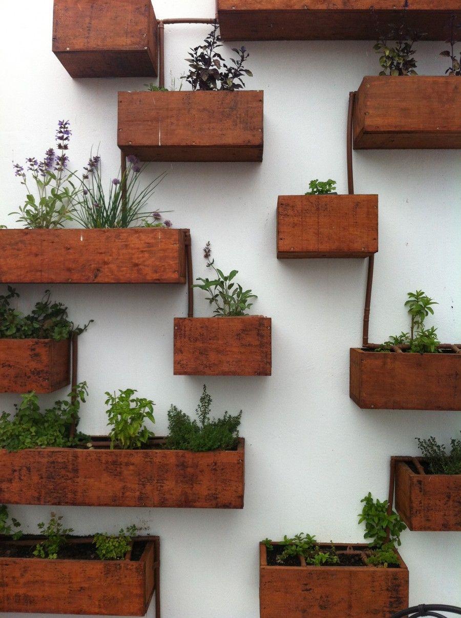Idee creative per allestire il terrazzo bigodino for Tubi idraulici arredamento