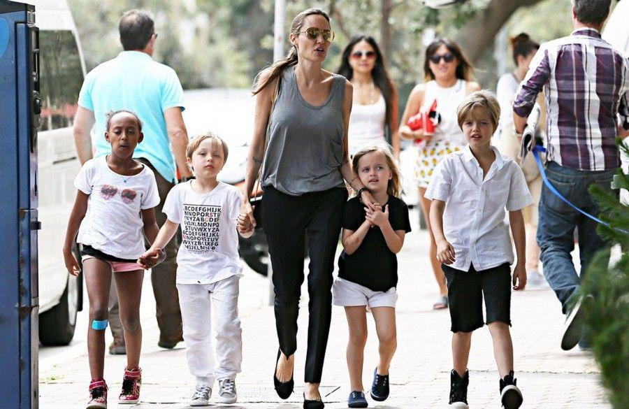 irishmirrorie Angelina-Jolie-and-kids