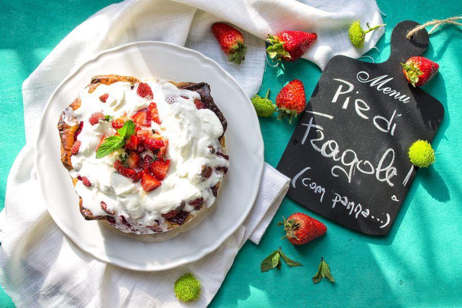 pie-di-fragole-crostata-di-fragole-dolci-estivi-contemporaneo-food