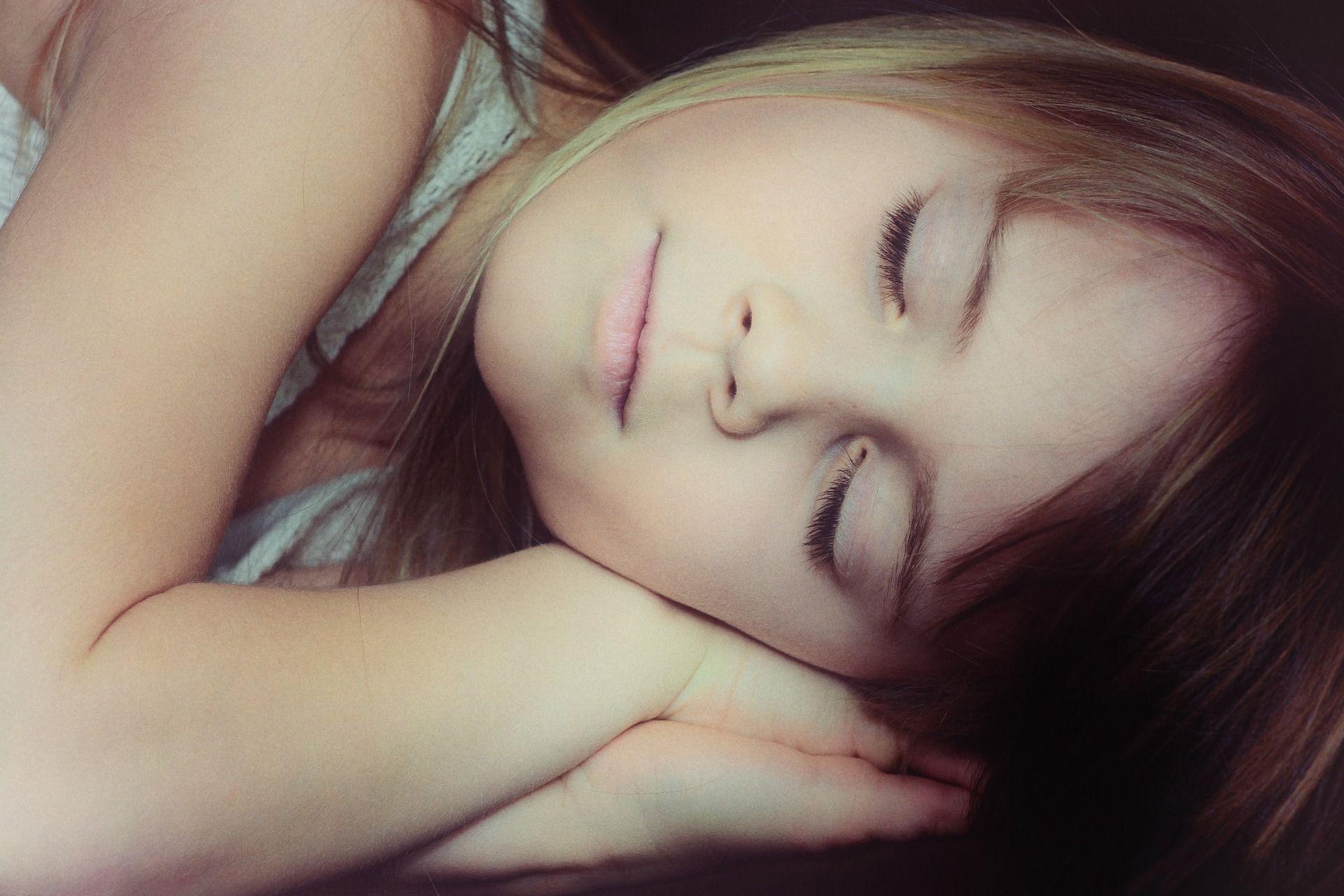 I 10 metodi insoliti per smettere di russare