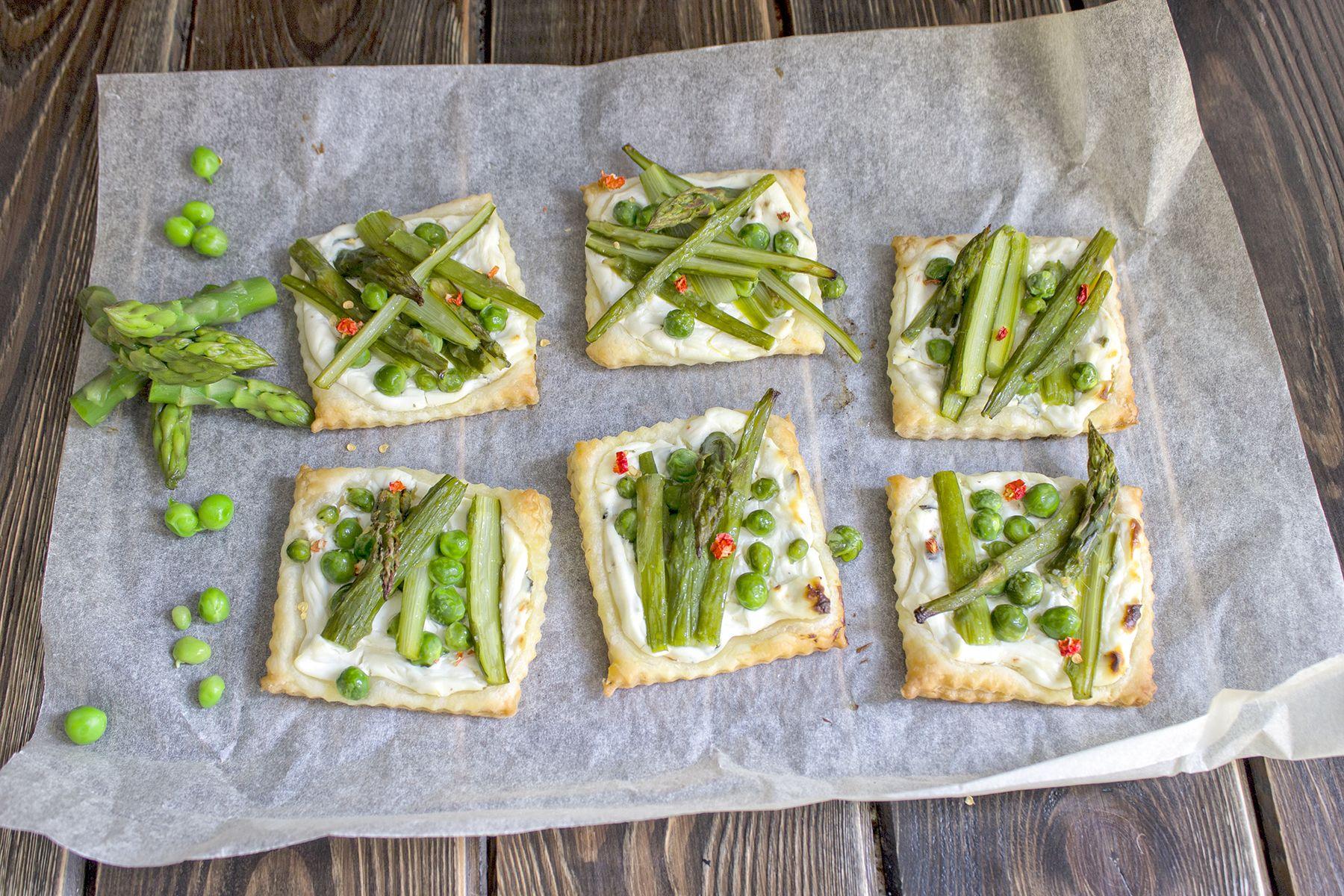 mini-torte-salate-asparagi-e-formaggio-brunch-domenica-contemporaneo-food