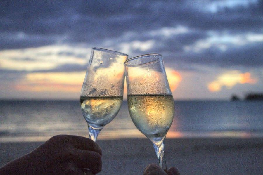 Mezzo bicchiere di vino in meno per una vita più lunga