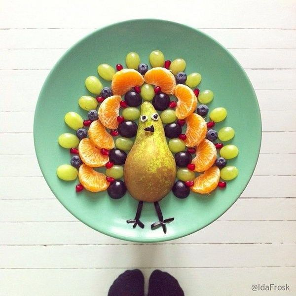 5-peacock-edible-arrangement