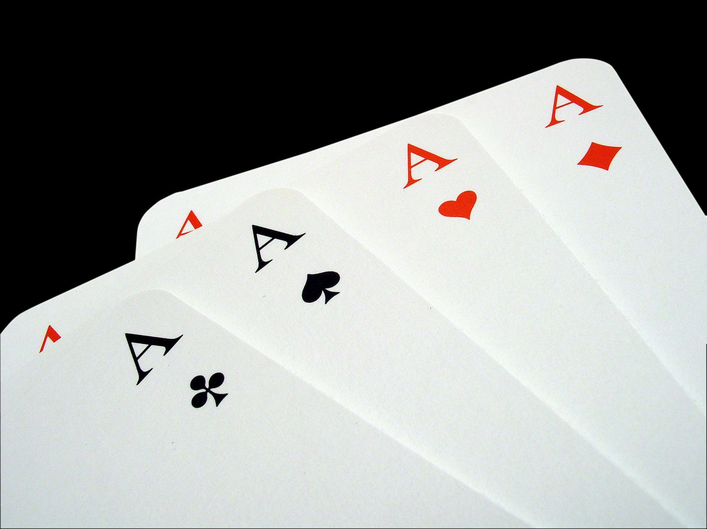 5 modi per riciclare le vecchie carte da gioco