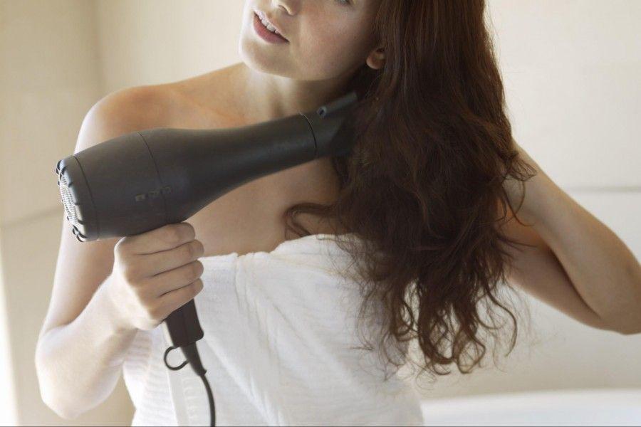 come-asciugare-i-capelli-ricci_77de002660795d402fad84d05b576700