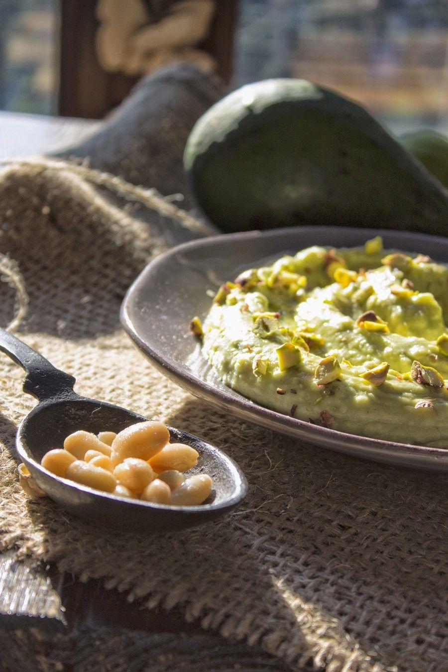 hummus-di-cannellini-e-avocado-antipasti-contemporaneo-food