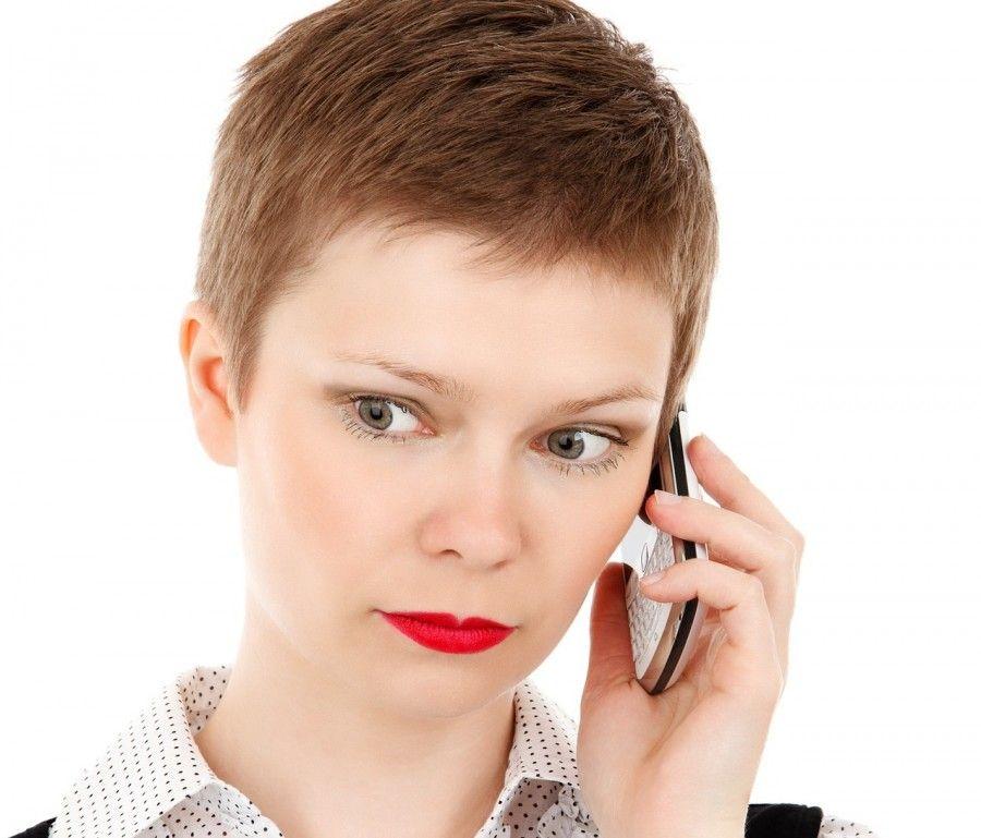 L'ossessione da smarpthone aumenta il rischio di rughe sul collo