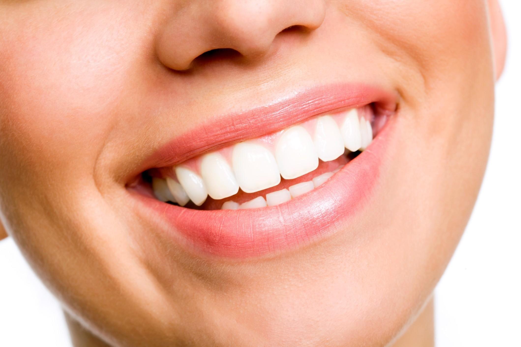 sbiancamento-dei-denti-rimedi-naturali_675ba6f2d5ce93e92f6d15975cae7a49