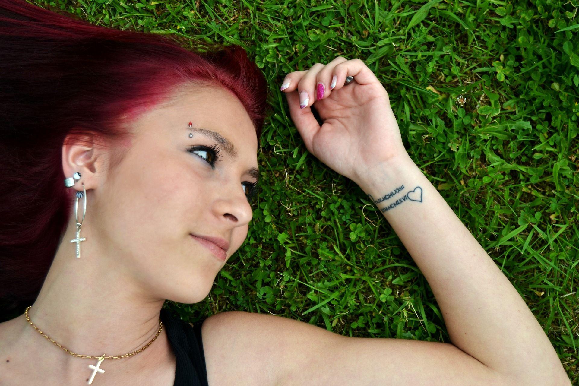 Le 10 foto di tatuaggi di coppia più originali
