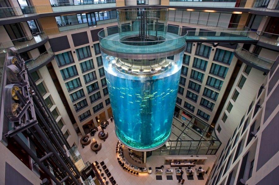 C3NA9G The AquaDom in the Sealife Center at the Radisson SAS Hotel, Berlin, Germany Aquadom Elevator