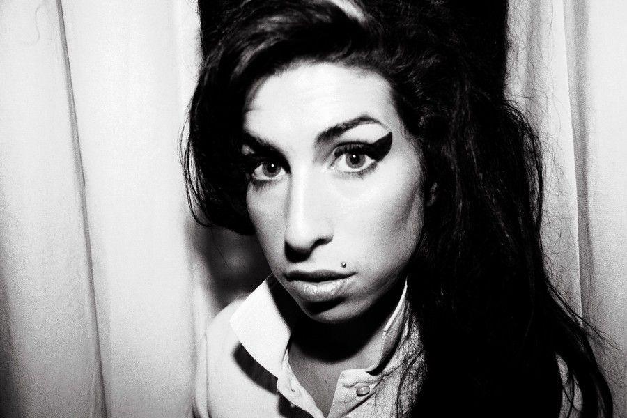 D 77032-15   Amy Winehouse. Obligatory Credit - CAMERA PRESS / Mari Sarai. SPECIAL PRICE APPLIES - CONSULT CAMERA PRESS OR ITS LOCAL AGENT. British singer/songwriter Amy Winehouse. *** Local Caption *** 00/00/2006. Singer Amy Winehouse