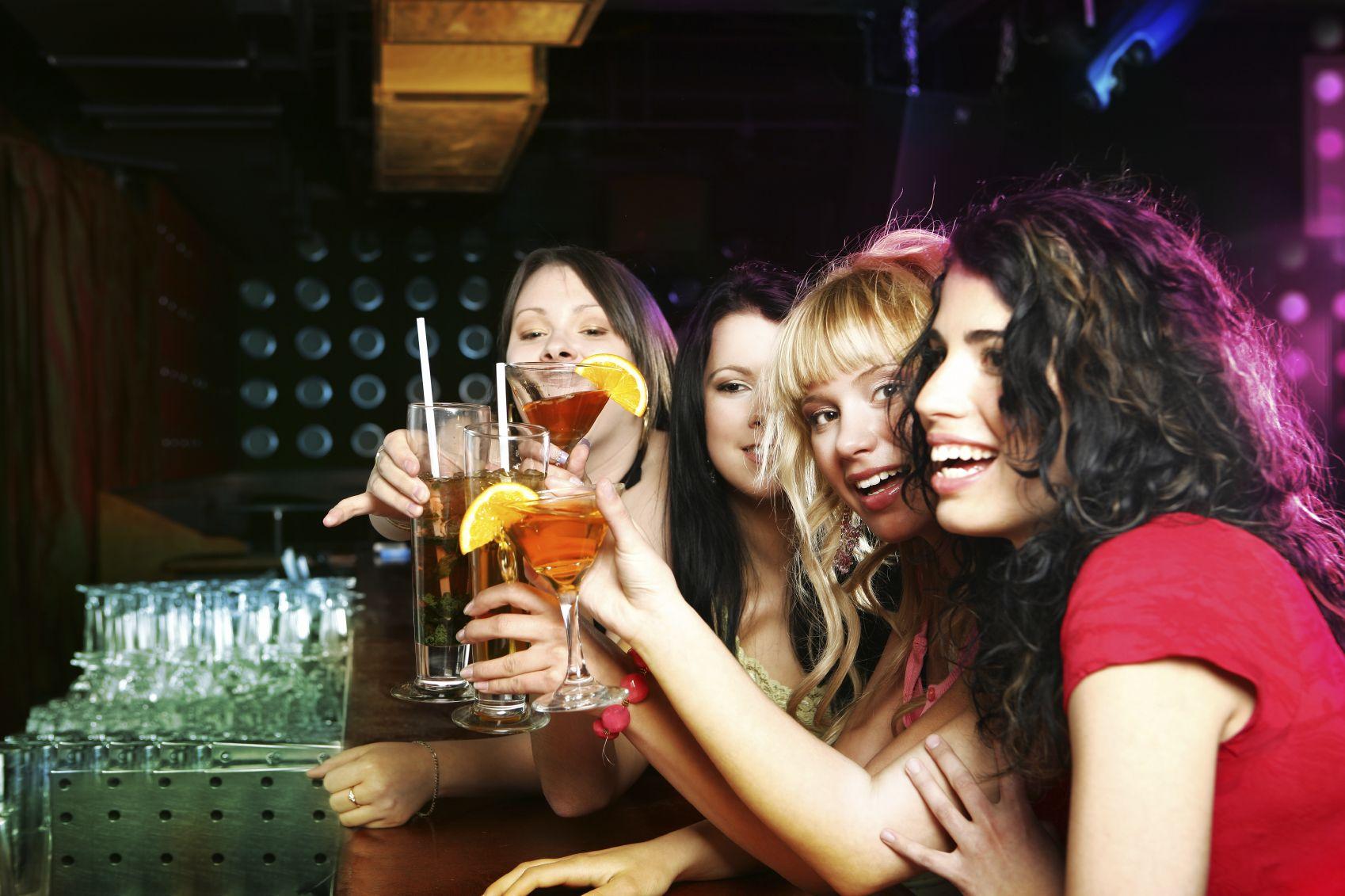 donne-che-bevono-alcol