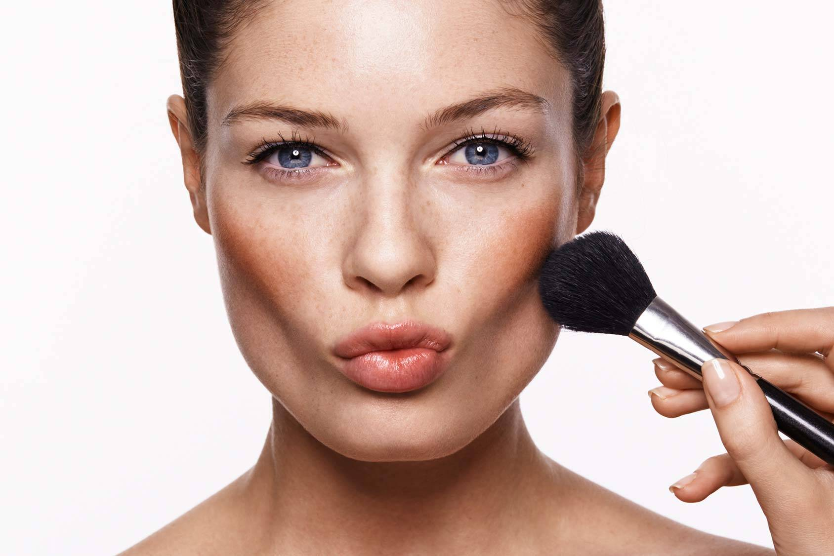 Sculpting: la nuova tecnica make up che scolpisce i lineamenti