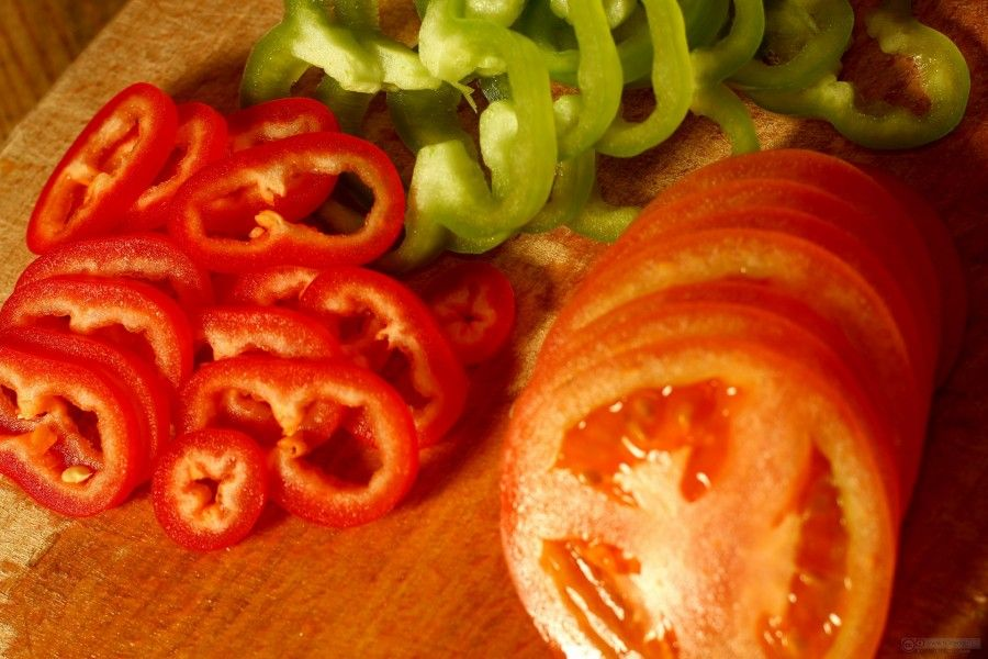 salad of tomatoes and bell peppers