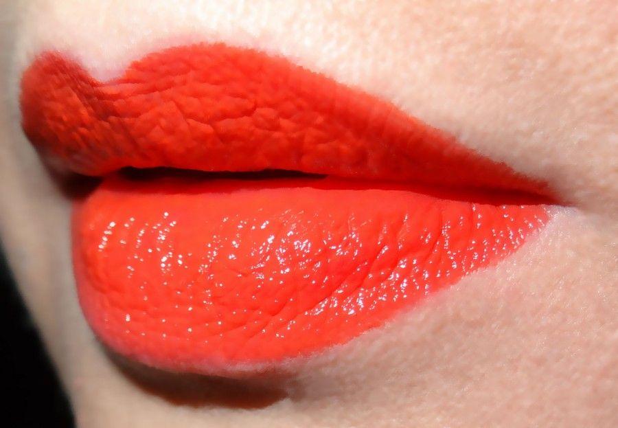 maybelline-vivid-orange-edge-on-lips-for-web