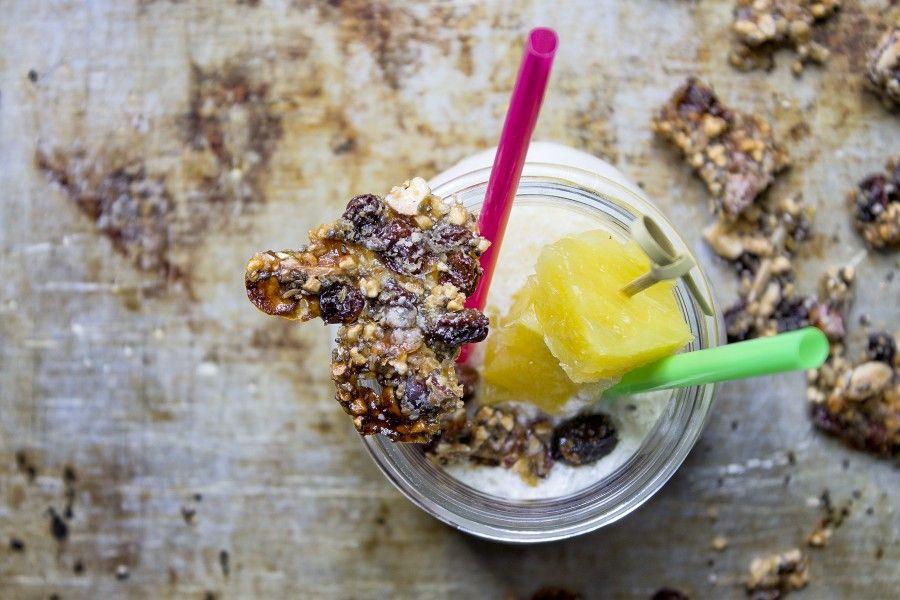 smoothie-ananas-con-granola-homemade-contemporaneo-food