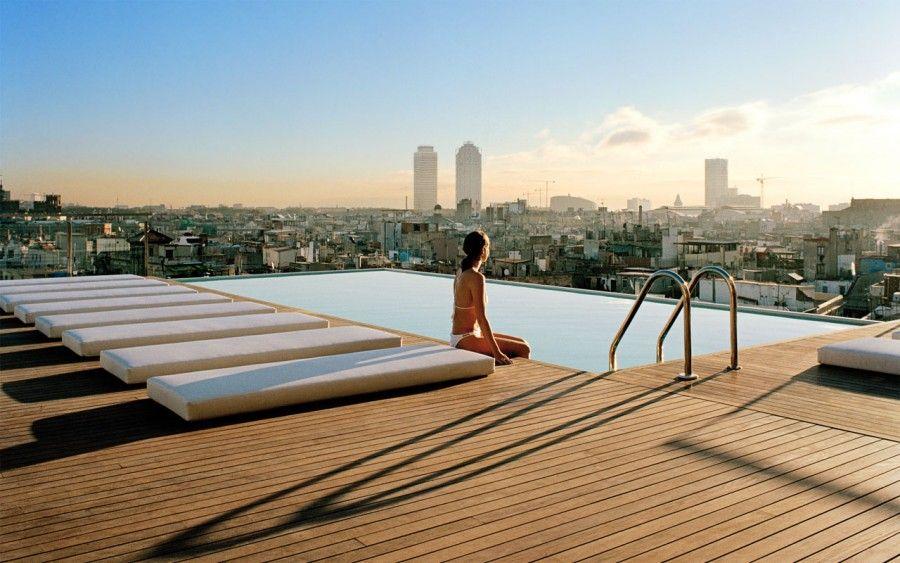 Ristoranti giardini piscine e molto altro sui tetti pi - Albergo a singapore con piscina sul tetto ...