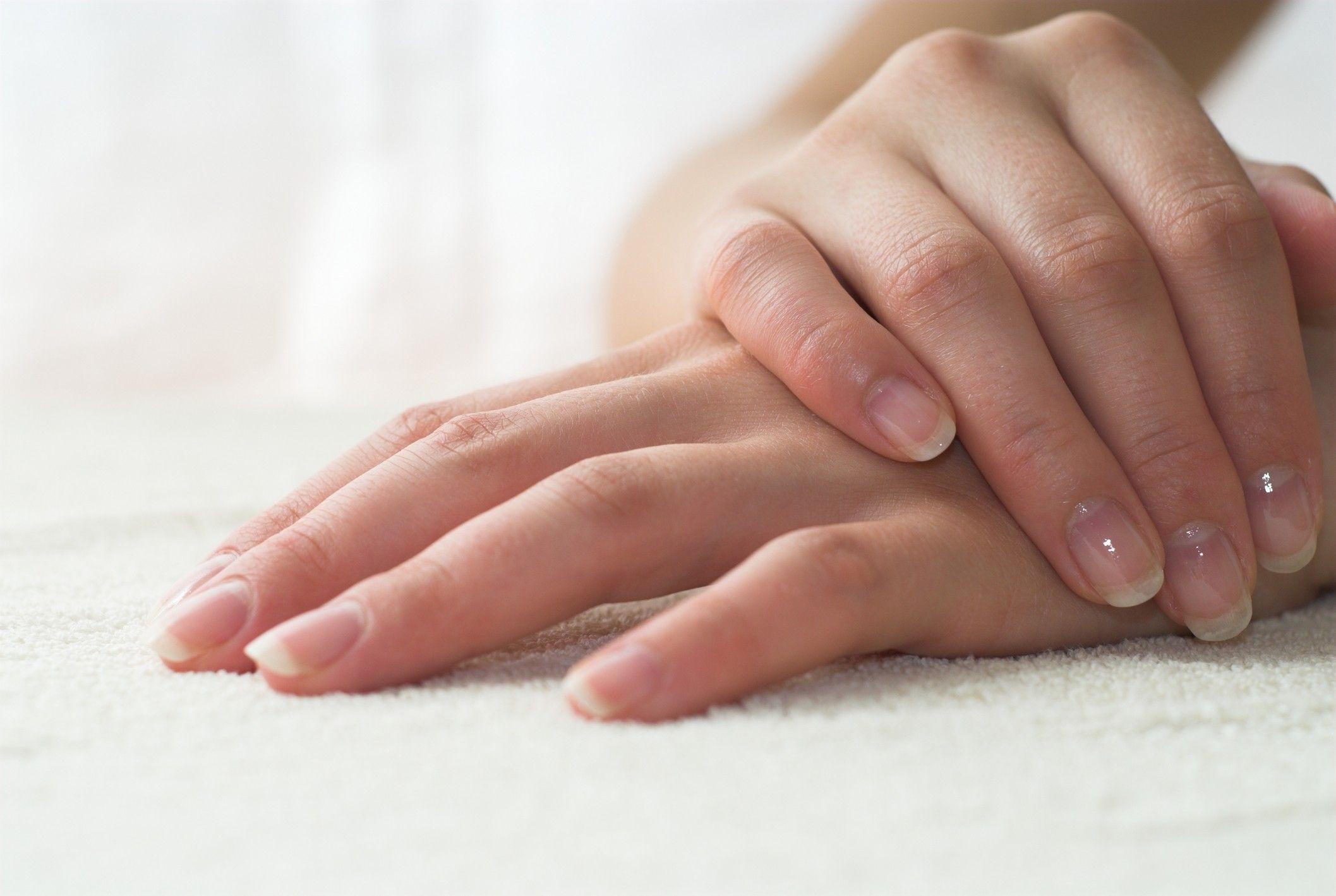 I 10 segni sulle unghie da non sottovalutare