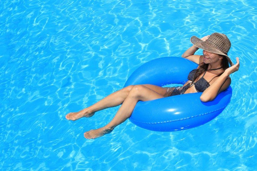 woman-in-pool