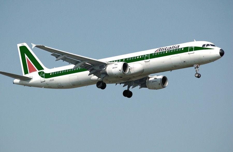 Alitalia_a321-100_i-bixk_arp