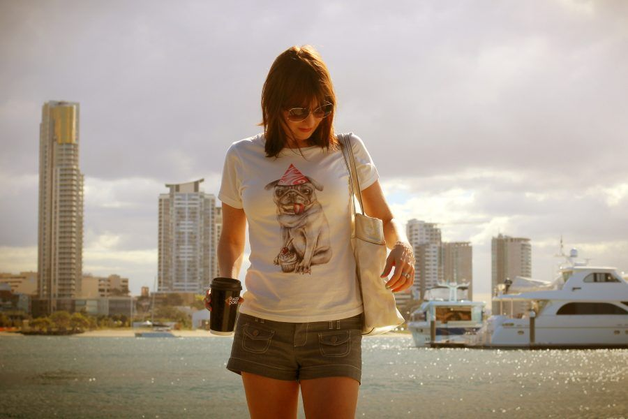 Gold-coast-holidays-outfit-crashingred-fashion-blog-t-shirt-with-a-funny-print-summer-style
